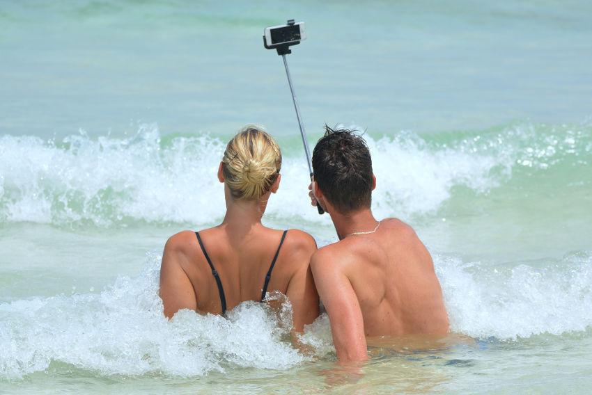 Wasserdichtes Smartphone für Fotos am Meer